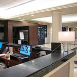 Hilton MSY Airport - Lobby