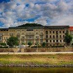 Hotel Elbresidenz von der Elbe aus
