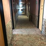 Alte Teppichböden in den Gängen