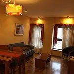Las habitaciones limpias, bien decoradas, el servicio a la habitación muy buena, el sanitario am