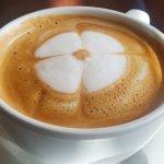 Delicious cafe con leche de almendras (almond milk)