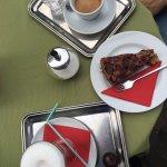 double expresso / latte machiato / gateau chocolat-cerises