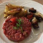 Une très bonne cuisine et un cadre très agréable sur cette belle terrasse provençale.