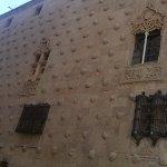 Fachada que se encuentra frente a la universidad de Salamanca