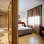 Photo de Ayre Hotel Ramiro I