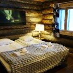 Nellim Wilderness Hotel Kaamas Log Cabin (www.outofthefishbowl.com)