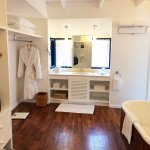 Bathroom of Dhoni Suite - COMO Cocoa Island Maldives (www.outofthefishbowl.com)