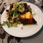 Dessert : Le camembert chaud. Tout petit, brulé, et avec une salade non lavée.