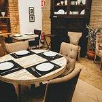 Trencadish ocupa una antigua casona en el barrio del Carmen, con comedores acogedores situados a