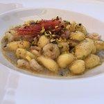 Un piatto abbondante, raffinato e senza paragoni, molto buono e da mangiare con assoluta calma.