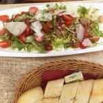 TomatoLo mozarella met Parma ham.