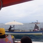 lancha con un tentenpié para seguir navegando