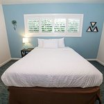 Queen Bed Newly Renovated 201