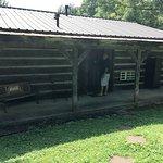 Photo de The Cabins at Cody Creek