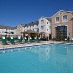 Photo de Staybridge Suites Cleveland Mayfield Heights Beachwood