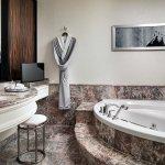 Guest bathroom7