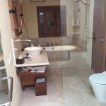 Photo de The Santosa Villas & Resort