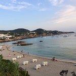 Hotel tranquilo situado en cala tarida en primera línea de playa, estupendo lugar para relajarse