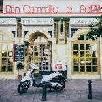 Situado en una zona privilegiada de Sevilla… Triana.. Con unas vistas únicas... El Puente de Tri