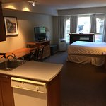 Oueen bed plus a Murphy bed, full kitchen