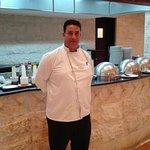 Chef Mohammand Al Hasanat, muy amable y preocupado por el bienestar de los huéspedes. Gran cocin