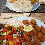 Korma curry with bread and half and half/Scampi with salad