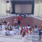 Spectacle quotidien des GO du Mini-club pour les enfants