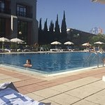 La piscina del hotel.