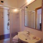Photo de Hotel Clara