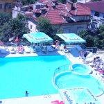 Blick auf den Hotelswimmingpool