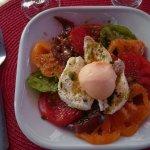 Assortiment de tomates anciennes, mozzarella, sorbet pamplemousse