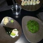 mix de shushi + salade d'algues