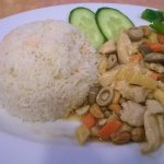 Chicken and cashew nuts in oyster sauce with rice