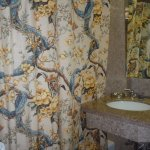 bathroom of room 829. A shower curtain not necessarily the best thing but pretty