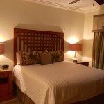 King Size Bed in 3Br Villa in Center Court Ridge