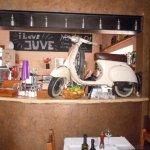 Una moto en la barra...