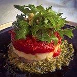 Le tian d'aubergine, tomate et ricotta sur un lit de pistou