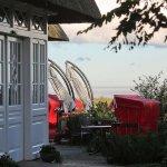 Haus Namenlos, Blick über die Caféterrasse zur Ostsee