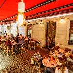 Світ Кави запрошує розділити літні дні на чудовій терасі на площі Ринок.Беріть каву і смачного)