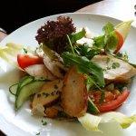 Salatteller mit Hähnchenbrustfilet