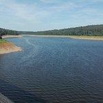 vue du barrage .. niveau de l éau particulièrement bas