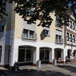 Hotel Ännchen innerhalb der Stadtmauer in der Fußgängerzone der Rotweinstadt Ahrweiler