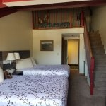 2 Queen Bed with Loft that  has two twin beds.