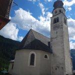 veduta esterna della chiesa e del particolare campanile