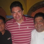 José Alfredo Ríos (mesero) y Robert Sánchez (Bar Tender) del Jorongo muy sonrientes y serviciale