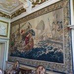 des toiles tapissant ces grands espaces.
