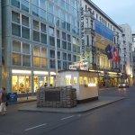 Novum Select Hotel Berlin The Wall Foto
