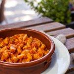 Cocina mallorquina: sepia con sobrasada y miel / Majorcan cuisine: squid with honey and red saus