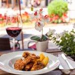Cocina Mallorquina: conejo con cebolla / Majorcan cuisine: onion & rabbit stew