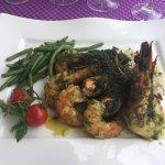 Très bon restaurant sur le Port  Les gambas à la provençale un vrai délice et copieux  Nous avon